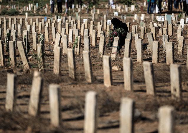 Cemitério na cidade síria de Douma, perto de Damasco