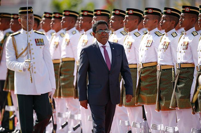 Em 29 de março de 2016, o presidente das Maldivas, Abdulla Yameen Abdul Gayoom, visitou a Malásia, onde ele revistou uma guarda de honra em Putrajaya