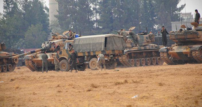 Material bélico turco nas proximidades de Jarablus, no norte da Síria