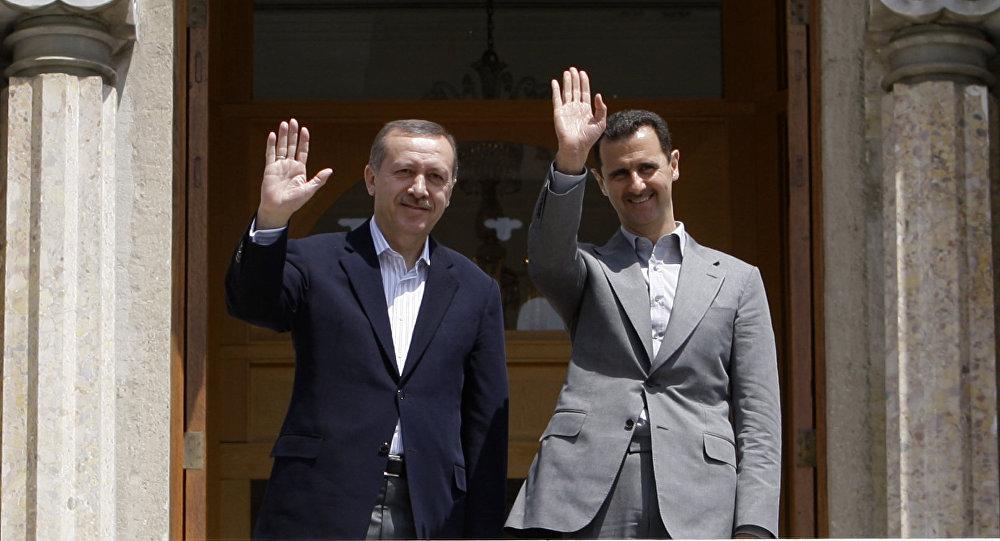 Presidente turco Erdogan Recep Tayyip Erdogan e presidente sírio Bashar Assad (foto de arquivo)