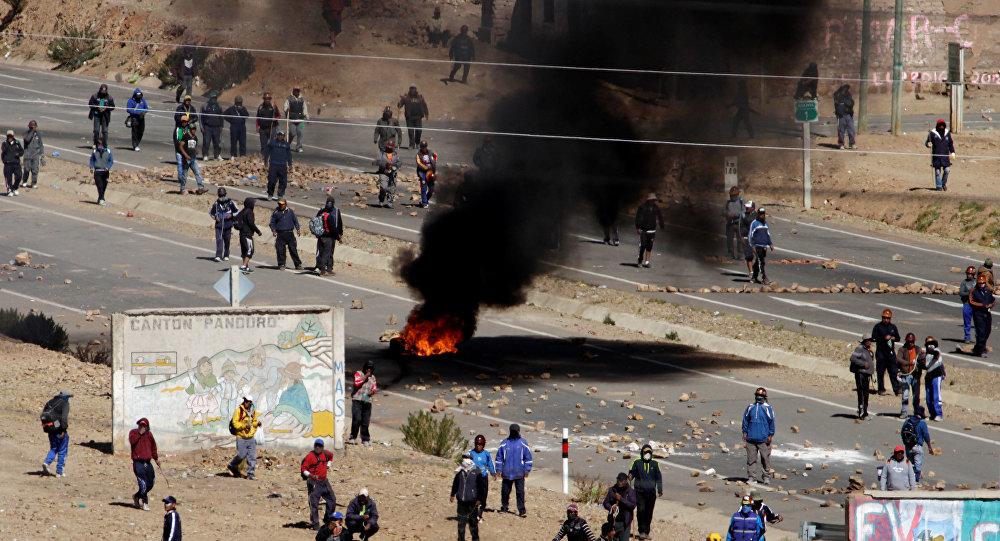 Mineradores bolivianos paralisaram, entre outras, a estrada que une La Paz e Oruro