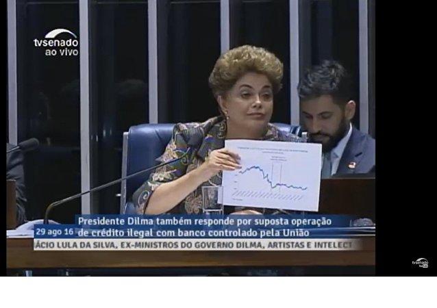 Dilma Rousseff se defende no Senado