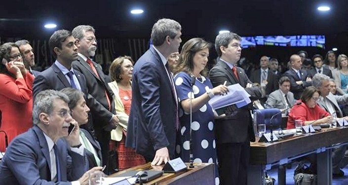Senadores articulam para tentar reverter os últimos votos no julgamento do impeachment