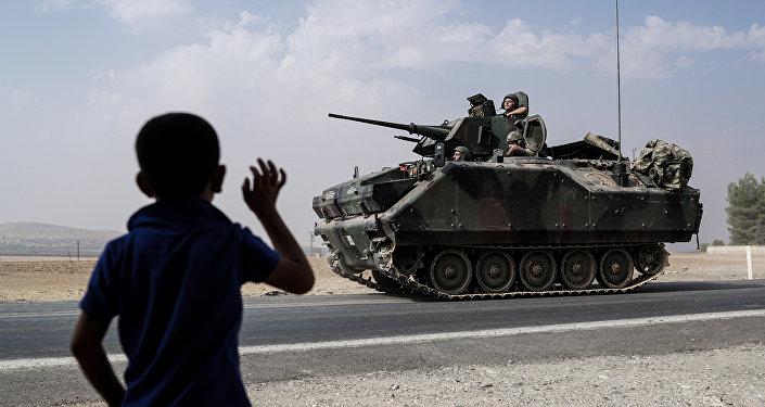 O exército turco na fronteira com a Síria, 26 de agosto de 2016