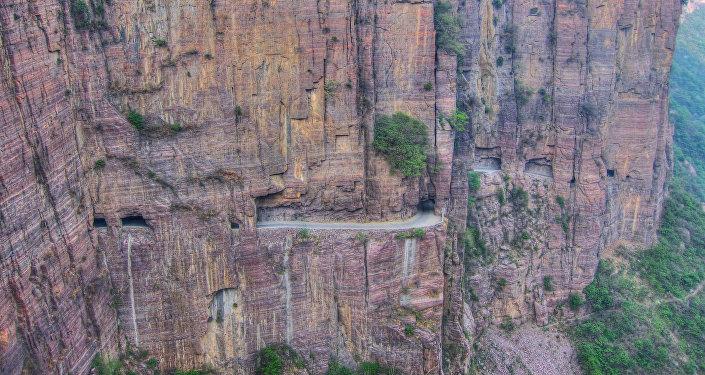 Túnel montanhoso na China Central