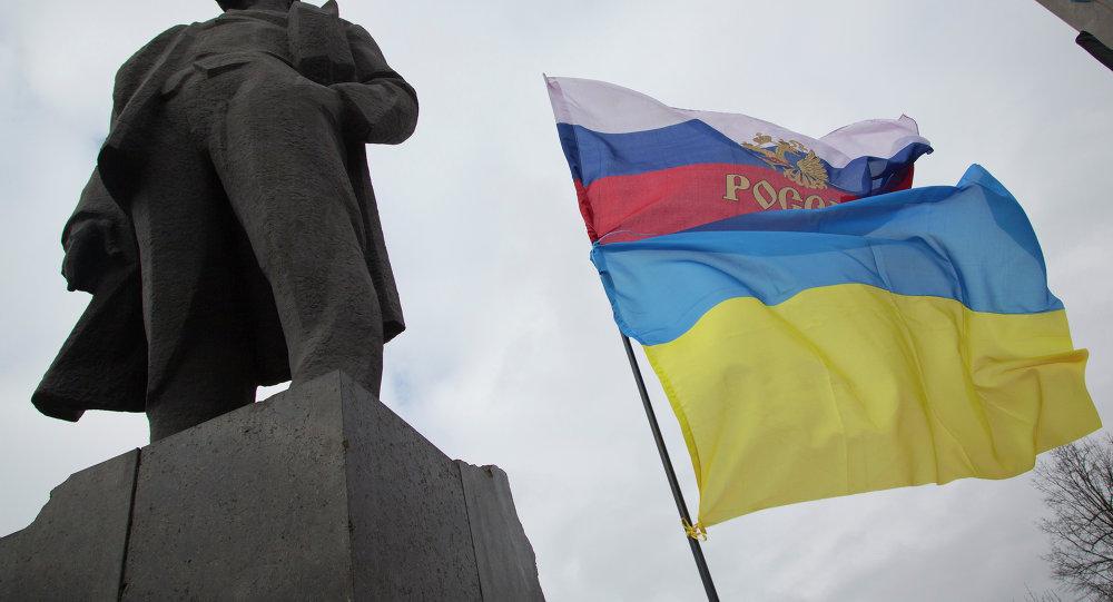 Bandeiras russa e ucraniana
