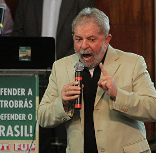 Lula, em ato de defesa da Petrobras (arquivo)