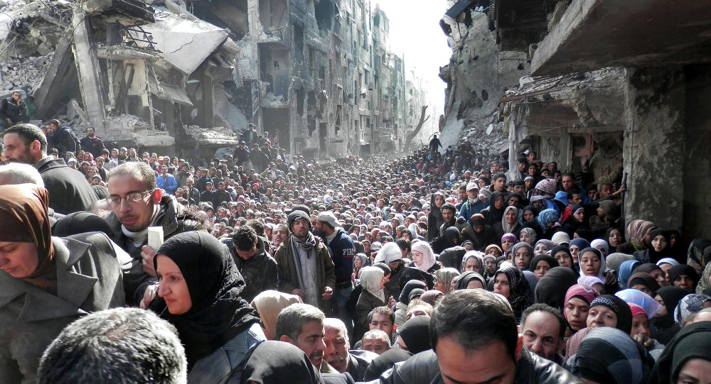 Moradores do campo de refugiados palestinos de Yarmuk, na Síria.