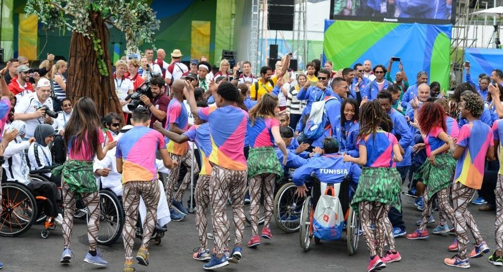 Atletas e artistas participam de cerimônia de boas-vindas na Vila Paralímpica