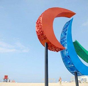Escultura de símbolo paralímpico é inaugurada em Copacabana