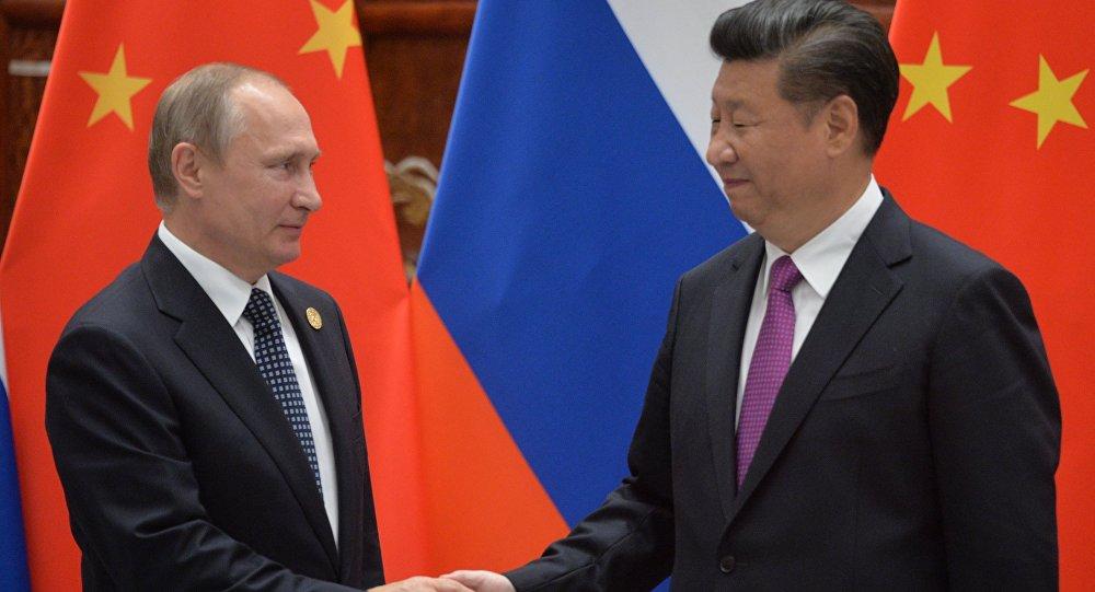 4 de setembro de 2016. O presidente russo, Vladimir Putin, à esquerda, e o presidente chinês, Xi Jinping, durante uma reunião em Hangzhou.