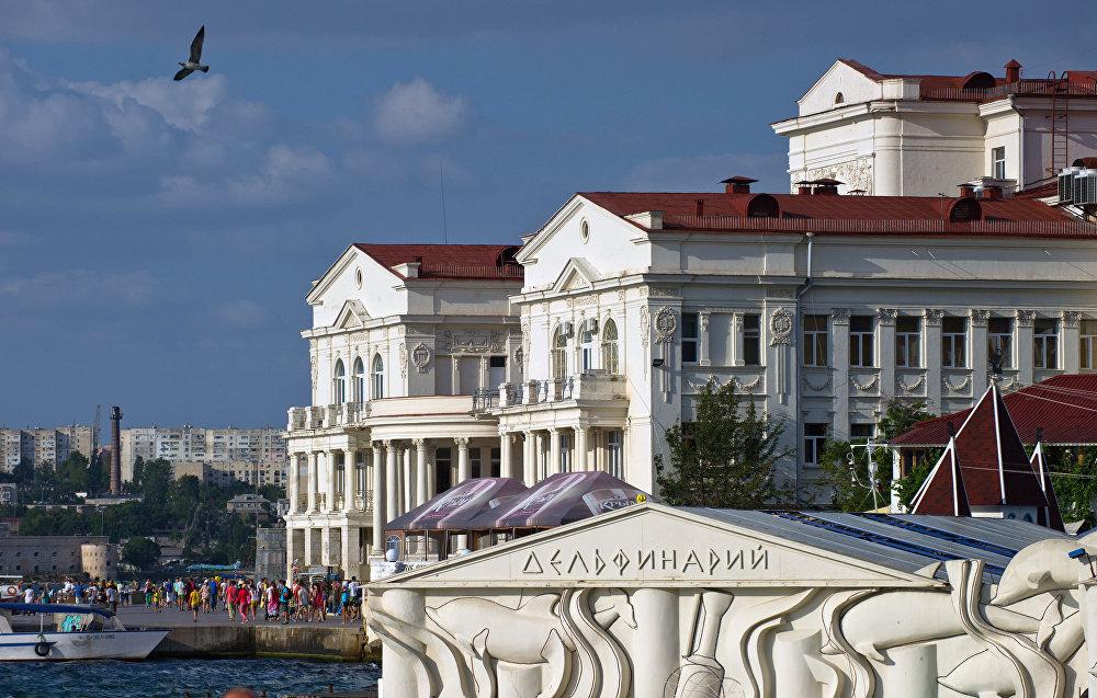 O Delfinário e a Casa da Infância e Juventude em Sevastopol