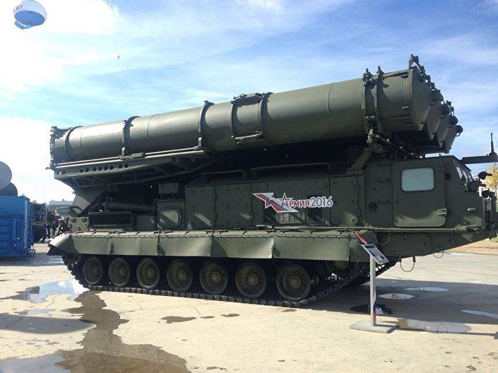 Um complexo S-300 visto no fórum militar EXÉRCITO 2016 em Kubinka, perto de Moscou, em 6 de setembro de 2016