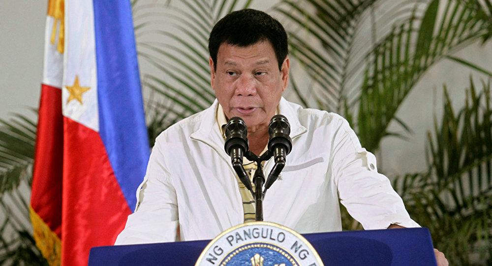 Presidente das Filipinas Rodrigo Duterte discursando antes de partir para a cúpula da ASEAN em Laos, 5 de setembro de 2016