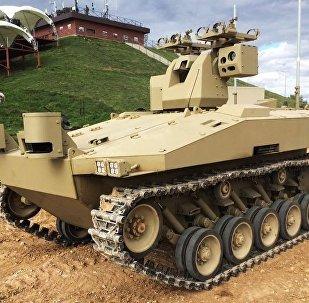 O veículo de combate não tripulado Soratnik (companheiro de luta em russo)