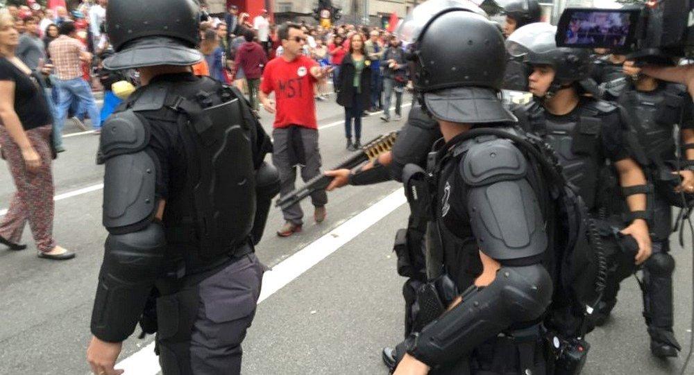 Polícia no protesto contra o presidente Michel Temer em São Paulo