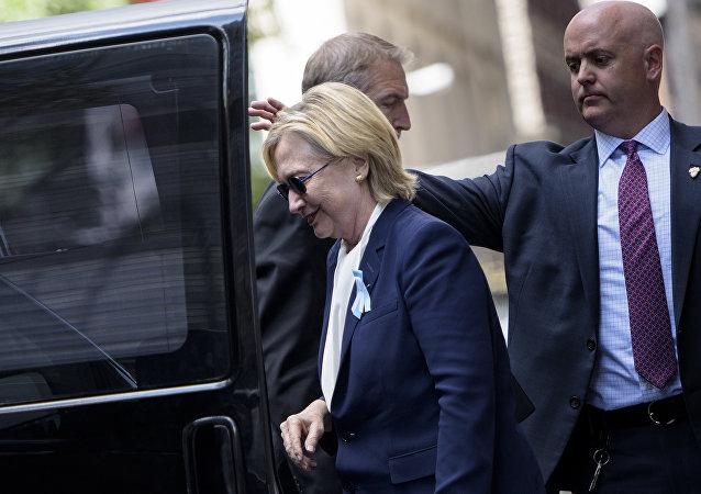 Hillary Clinton após passar mal em Nova York neste domingo, 11 de setembro