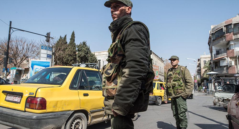 Soldados sírios em Damasco no primeiro dia do cessar-fogo