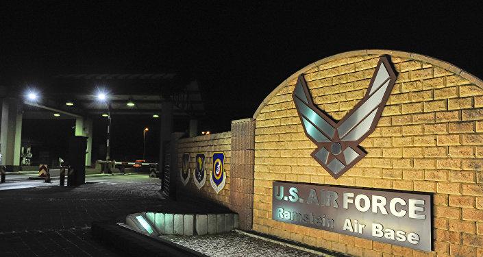 A entrada da base aérea americana na Alemanha de Ramsteia, 17 de janeiro de 2016