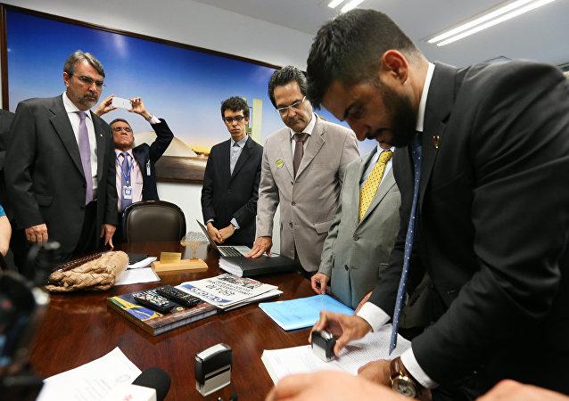 Juristas protocolam pedido de impeachment contra o ministro Gilmar Mendes