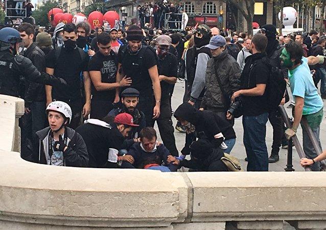 Rixas entre manifestantes e policiais em Paris, 15 de setembro de 2016