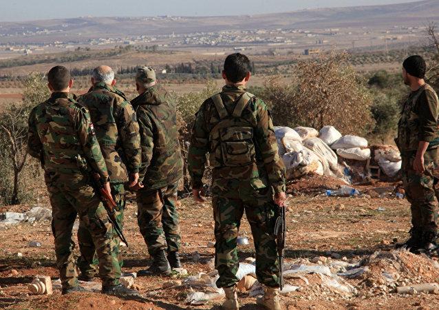 Militares sírios perto da base aérea de Deir ez-Zor