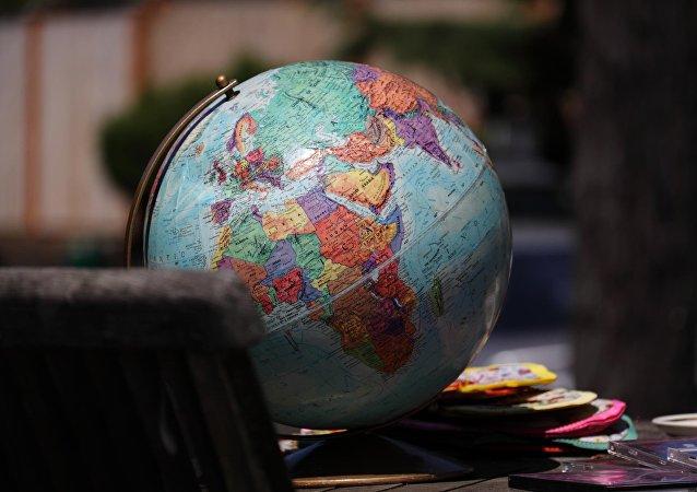 Globo mostrando o mapa do mundo