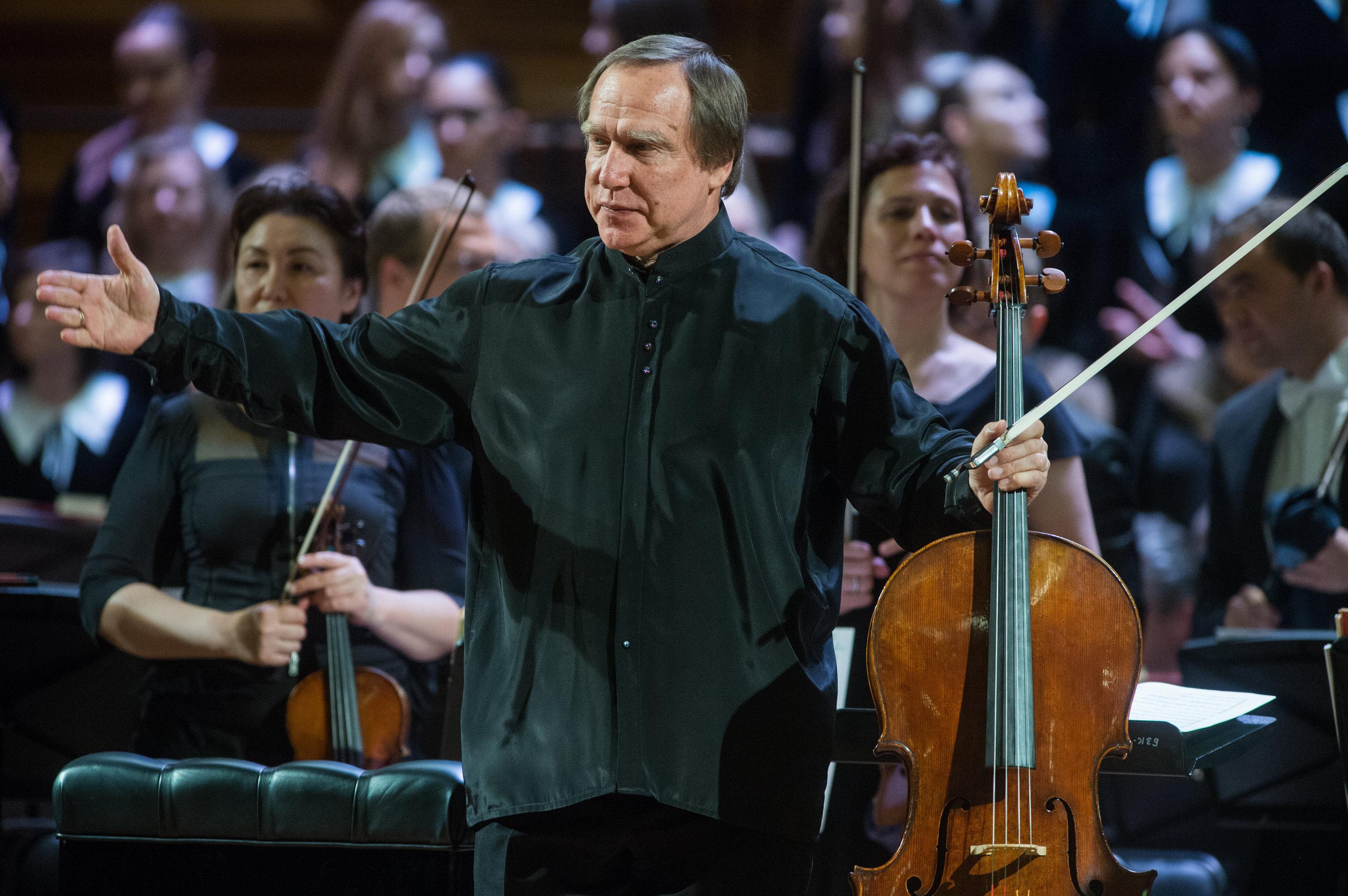 Músico russo Sergei Roldugin depois do concerto em São Petersburgo, Rússia, maio de 2016