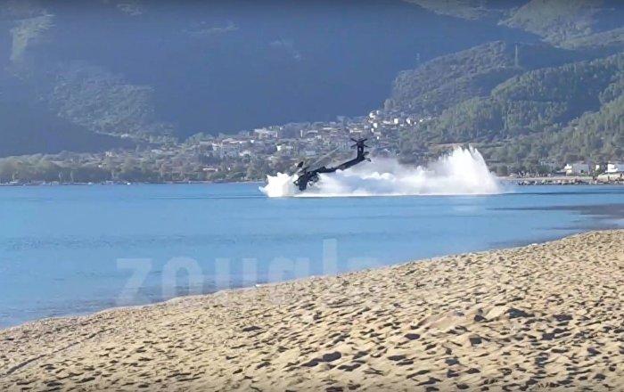 Acidente aéreo chocante de helicóptero americano na Grécia