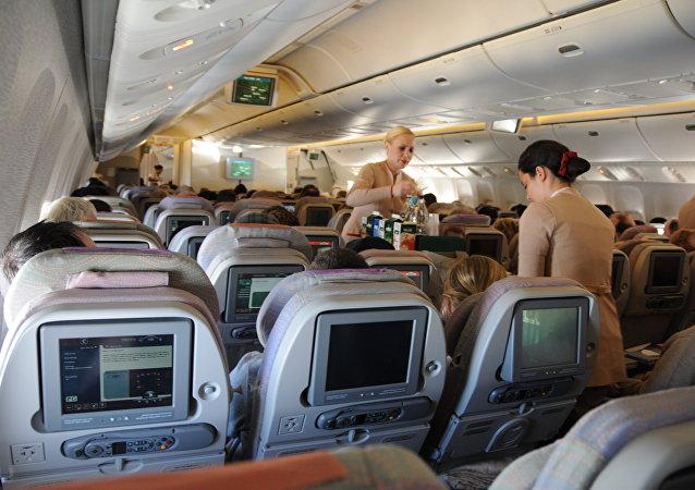 dentro da uma aeronave da empresa Emirates Airline