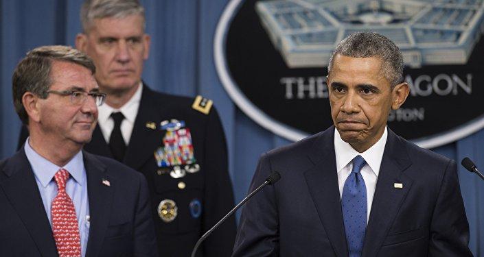 Presidente norte-americano Barack Obama discursa depois da reunião com altos responsáveis militares sobre a campanha militar contra o Daesh, 2015 (foto de arquivo)