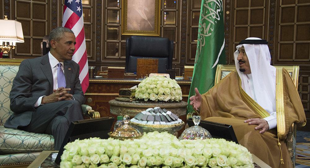 Presidente norte-americano Barack Obama numa reunião com o Rei da Arábia Saudita Abdulaziz al Saud, no palácio de Erga, em Riad, 20 de abril, 2016