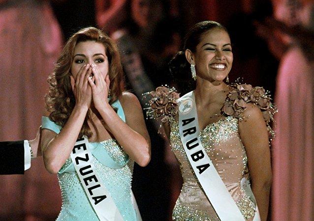 Alicia Machado (Venezuela) na conquista do título Miss Universo