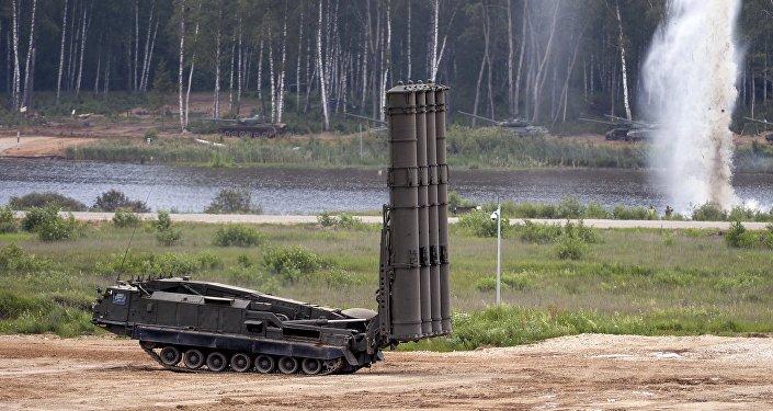 Sistema de mísseis S-300VM Antey-2500 durante o fórum militar EXÉRCITO 2015 na região de Moscou, Rússia (foto de arquivo)