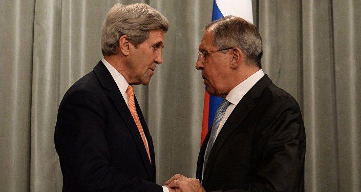 Secretário de Estado norte-americano, John Kerry, ministro das Relações Exteriores russo, Sergei Lavrov, durante o encontro em Moscou, Rússia, julho de 2016