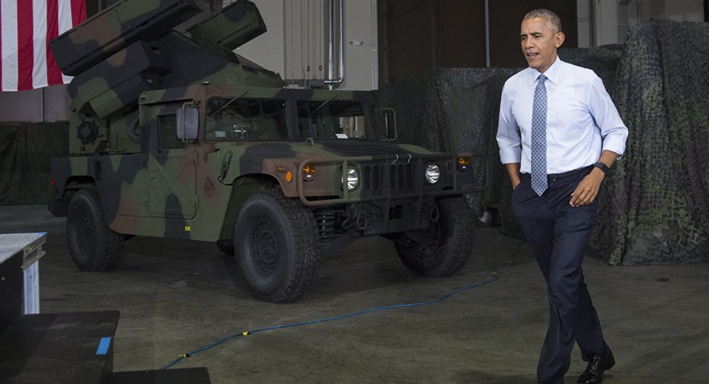 Presidente norte-americano Barack Obama chega para discursar e saudar as tropas em Fort Lee, Virgínia, EUA, 28 de setembro de 2016