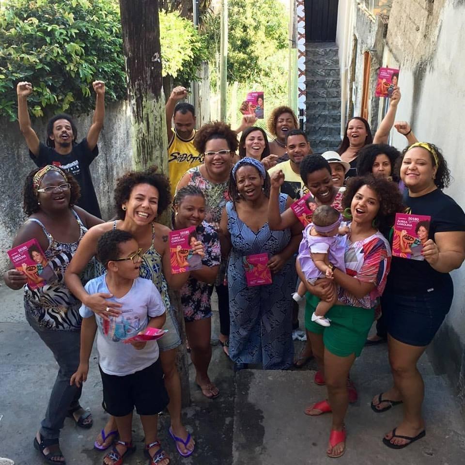 Vereadora eleita pelo SPOL, Áurea Carolina em campanha no encontro de poder na Vila das Antenas, no Morro das Pedras