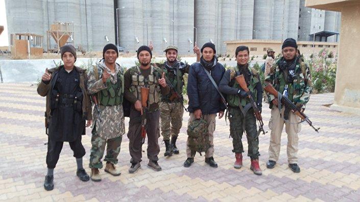 Imagem de militantes do Daesh tirada por um dos prisioneiros.