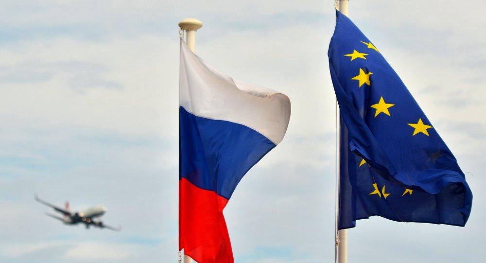 Bandeiras da Rússia e UE