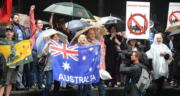 Manifestantes do grupo Reclaim Australia fazem protesto contra o extremismo religioso em Sydney