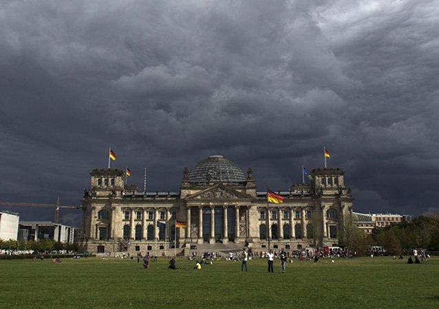 Nuvens escuras sobre o parlamento alemão, Berlim