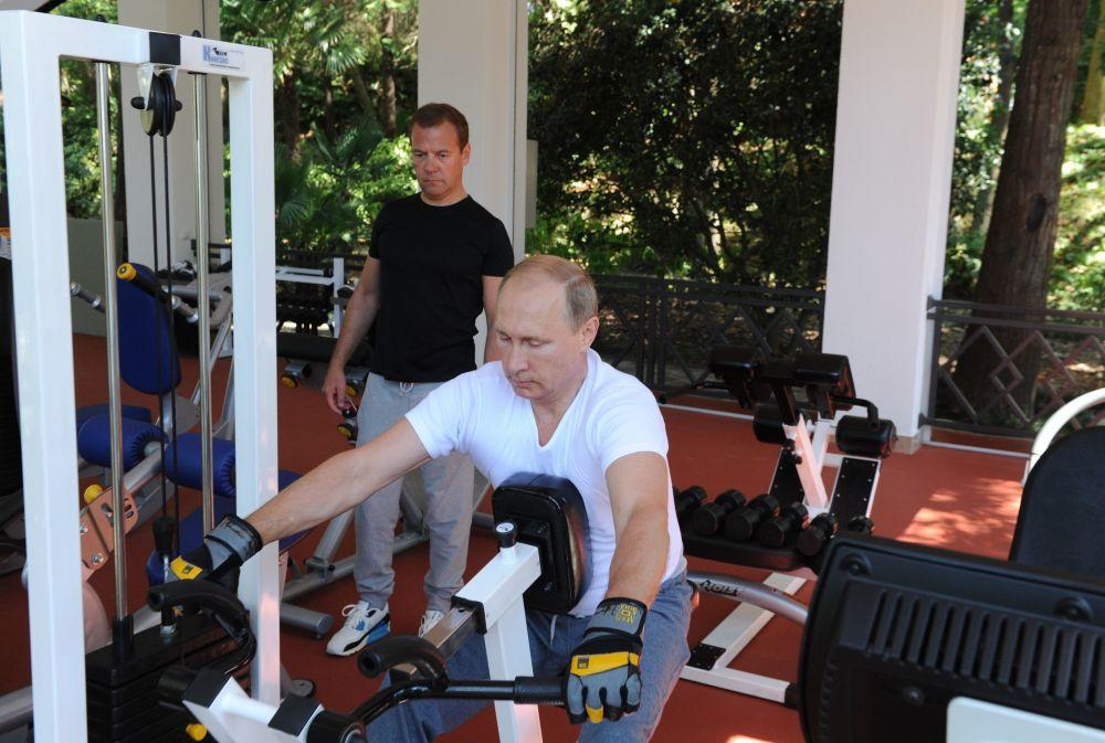 Presidente e primeiro-ministro da Rússia durante um treinamento conjunto na residência presidencial Bocharov Ruchey em Sochi, Rússia