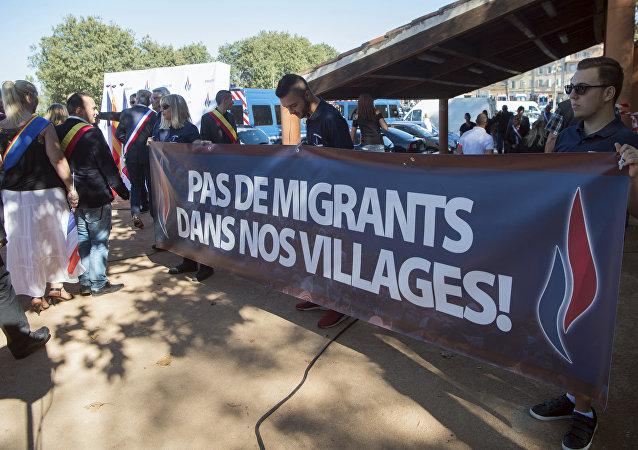 Nada de imigrantes nas nossas vilas, protestam moradores de Pierrefeu-du-Var