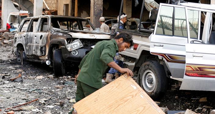 Dano na sequência do ataque aéreo contra o funeral em Sanaa, Iêmen, 8 de outubro de 2016