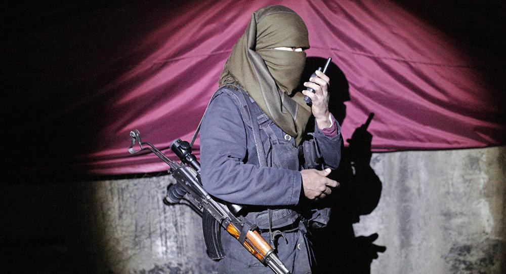 Militante do PKK (Partido dos Trabalhadores do Curdistão) em Sirnak, Turquia