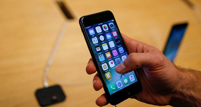 Chinesa compra casa com 20 iPhones 7 que ganhou de namorados