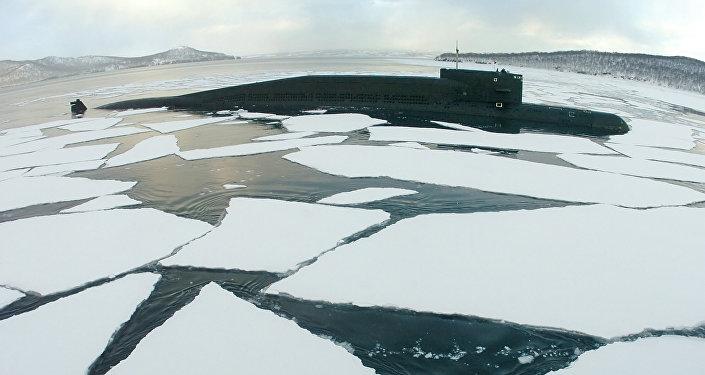 Um submarino russo no mar