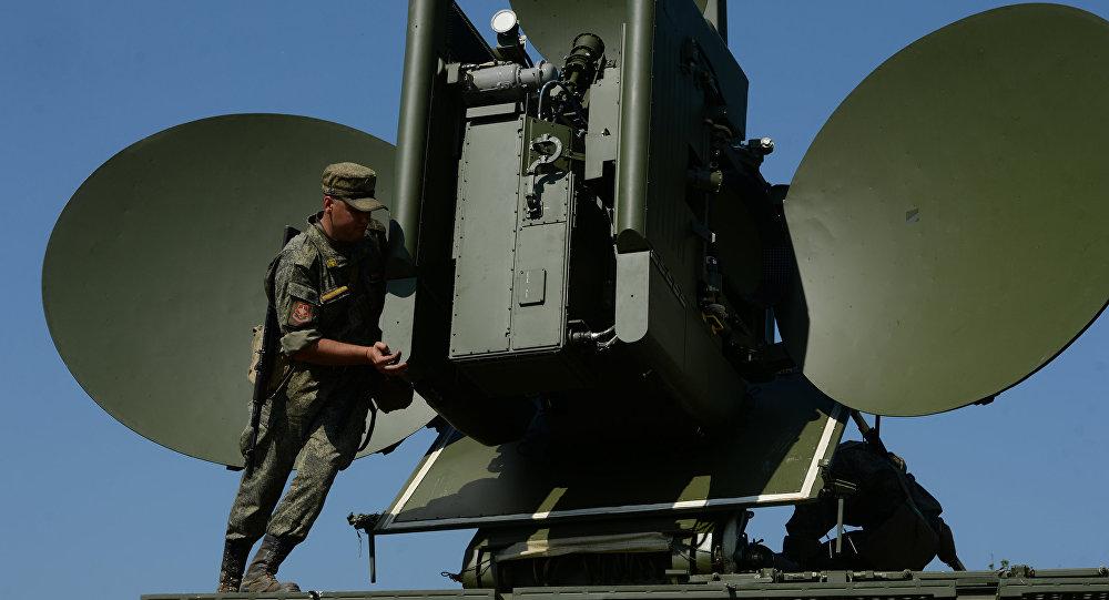 Módulo multifuncional de interferência Krasukha 4 durante os exercícios na região de Sverdlovsk, Rússia (foto de arquivo)