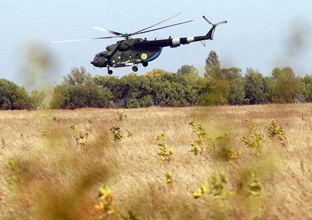 Helicptero ucraniano perto da froneira de Donbass (arquivo)