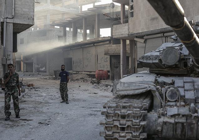 Soldados sírios na cidade de Ghouta (arquivo)